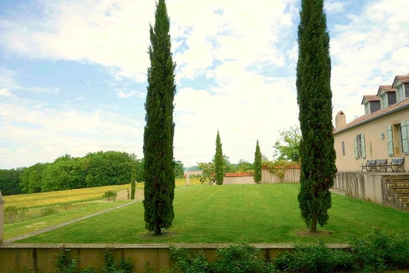Maison Manechal - Croquet Lawn