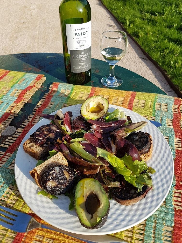 La table d'Hôtes de Lassenat sert une cuisine familiale, gourmande, locavore, bio chaque fois que possible.